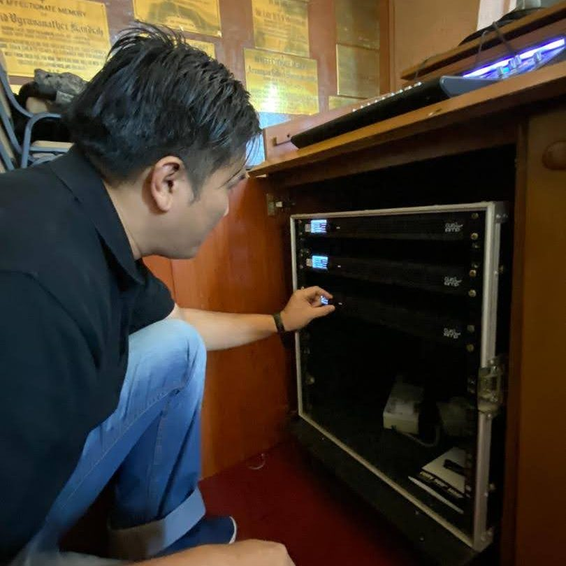Cheah installing LD System power amp